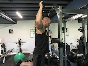 Pull Up Mistake : hyperextending the lower back